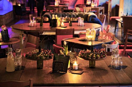 Partyservice Tischdeko und Speisen